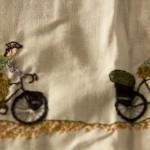 Detalhe bordado bicicletinhas