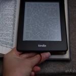 Fita para ajudar a soltar o aparelho de dentro do livro para ligar e desligar.