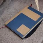 Detalhe da lateral, folhas originais do livro foram mantidas nas bordas.