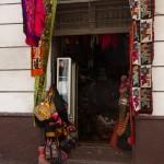 Lojas de artesanato nas ruas de La Paz, Bolivia